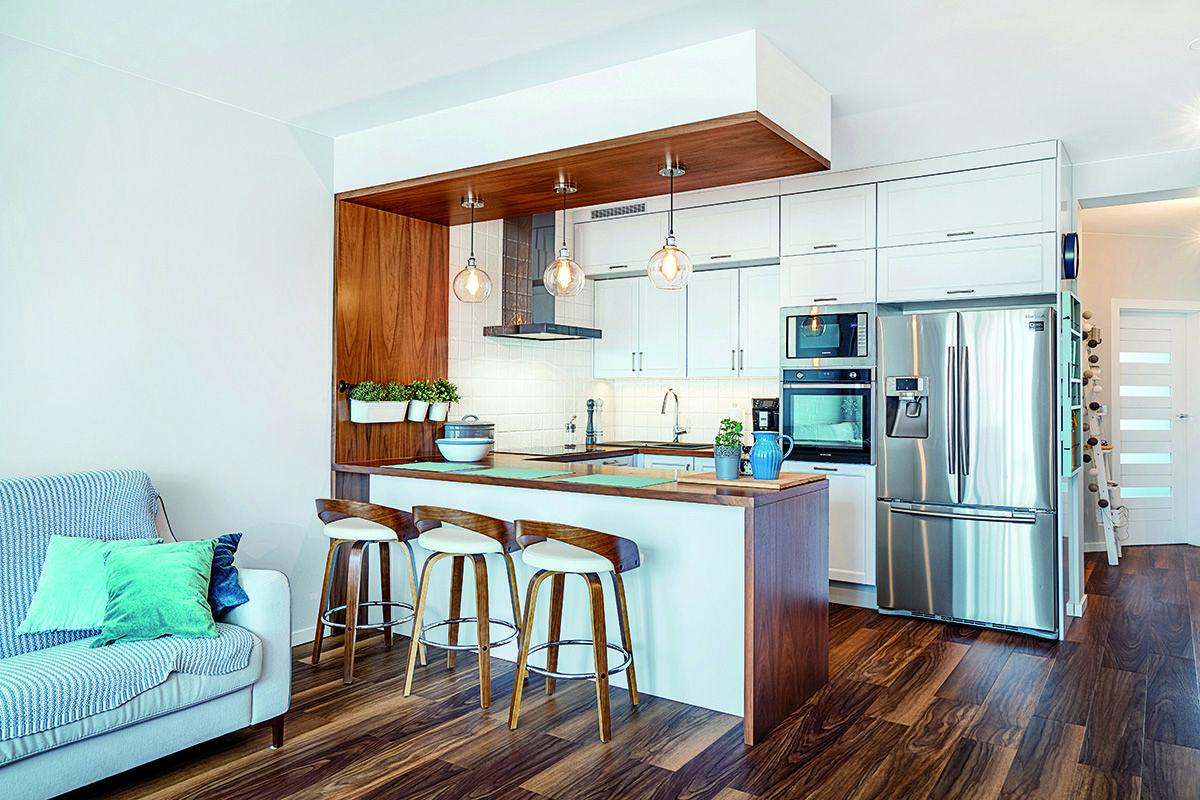 Barek W Kuchni Jest Modnym I Funkcjonalnym Rozwiazaniem Szczegolnie Jesli Pomieszczenie To Graniczy Z Salonen Lub Jadalnia Jedzeni Home Home Decor Furniture