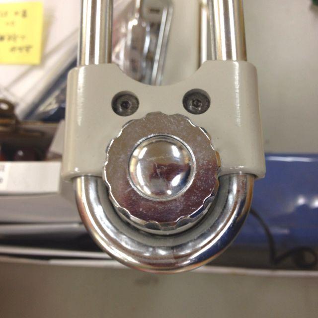 電話台のアームの付け根んとこの顔