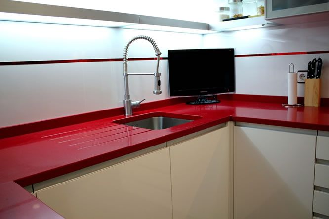 Cocinas con color dise o de cocinas linea3cocinas for Diseno de cocinas madrid
