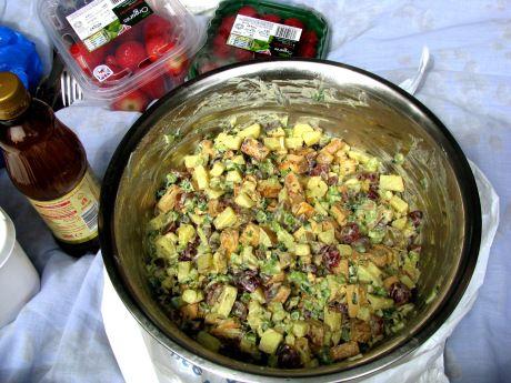 salada de batata, tofu defumado e uva! | www.papacapimveg.com