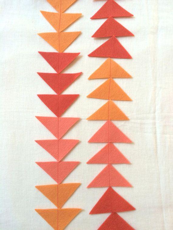 Arrow Garland Wool Felt Coral Salmon and Melon Color par PabloHome