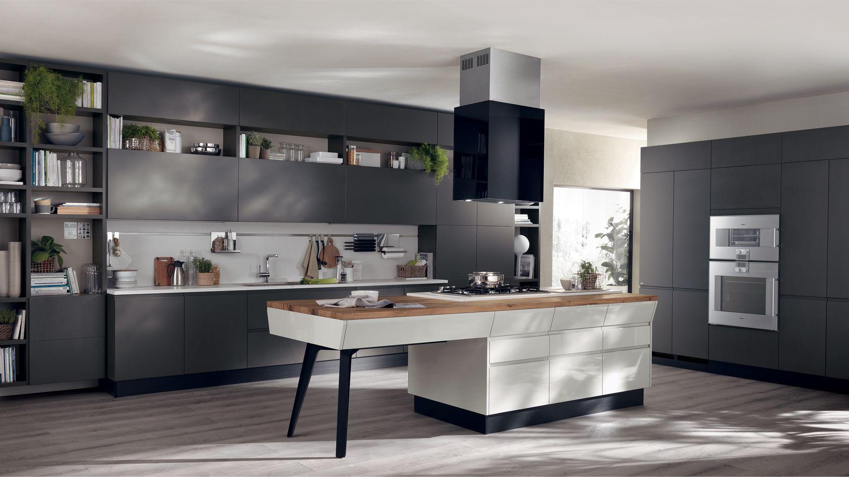 Cucina antracite e pavimento gres porcellanato rovere grigio ...