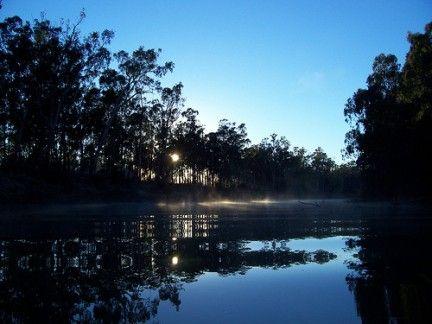 esta es una parte del rió darling que se el  rio más largo de oceania  alcanza los de 2.854 km. El río corre desde el norte de Nueva Gales del Sur hasta su confluencia con el río Murray