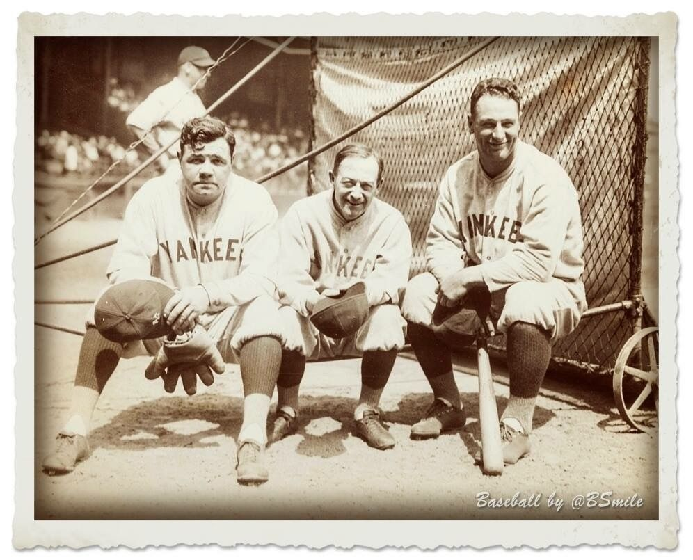 New York Yankees Manager Miller Huggins Poses With His Two Greatest Players Babe Ruth And Lou Gehrig Miller Led The Team Baseball History Yankees Babe Ruth