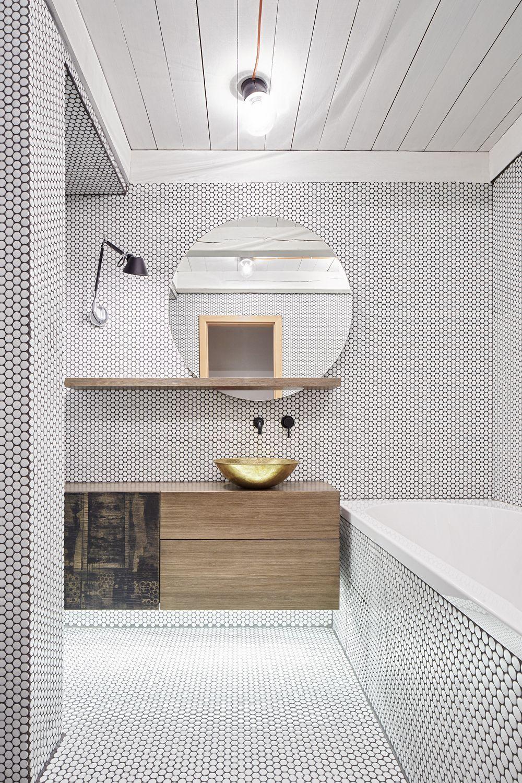 miroir rond, carrelage blanc avec joint noir | salle de bain ... - Joint Salle De Bain Noir