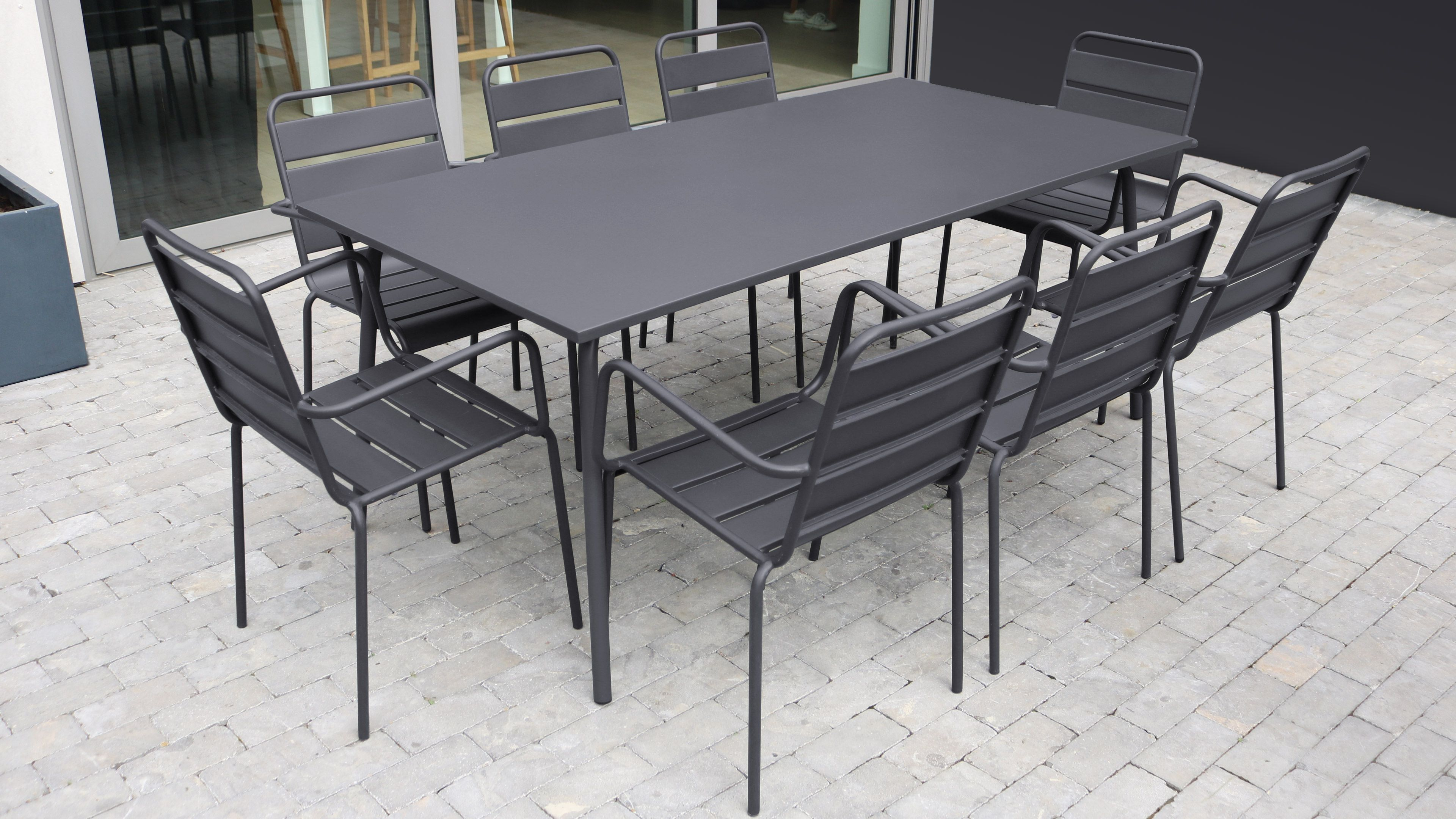 Table De Jardin Et 8 Fauteuils En Metal Gris Table De Jardin