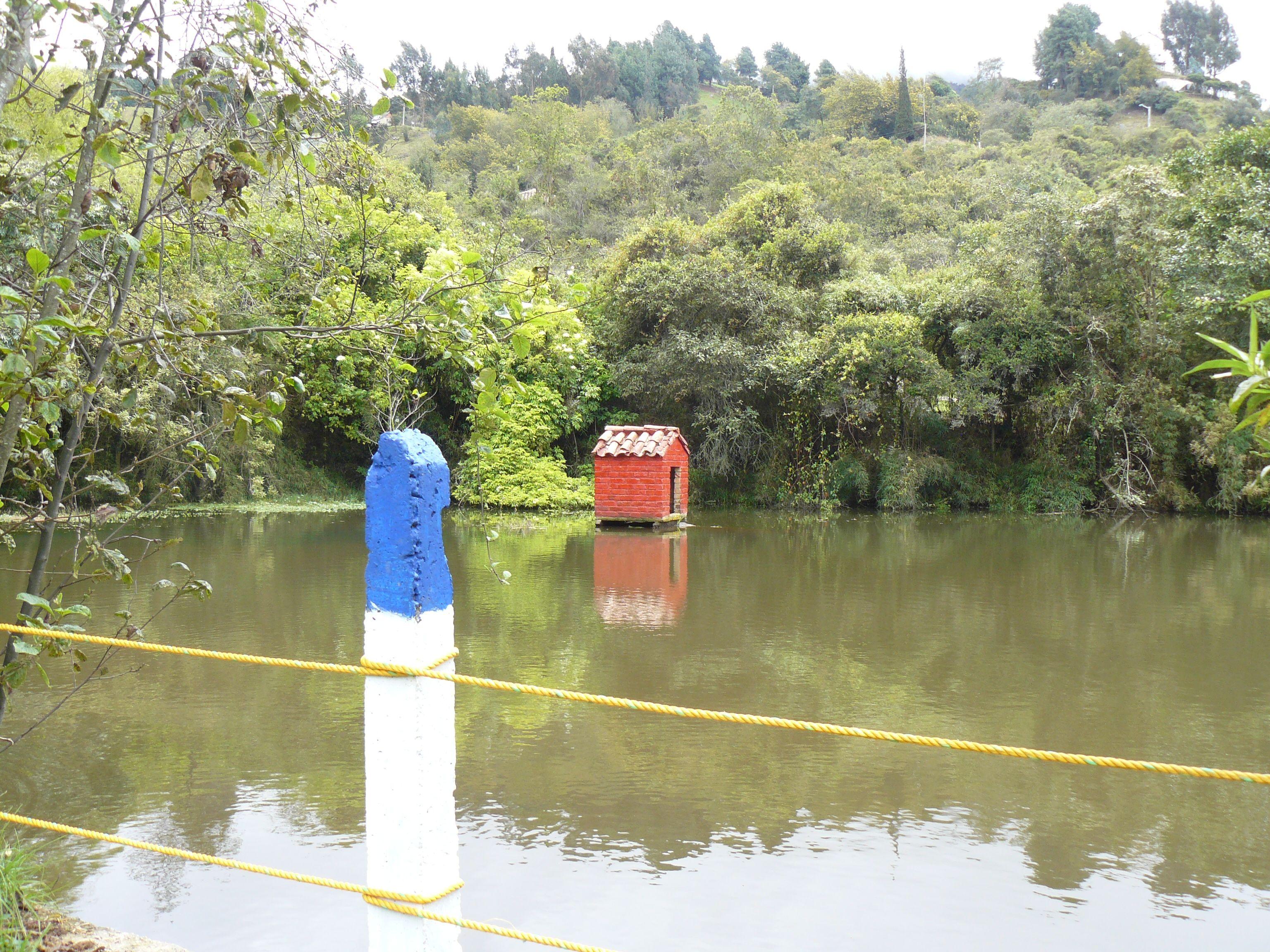 Lago en el Parque del Río Neusa, Cundinamarca, Colombia