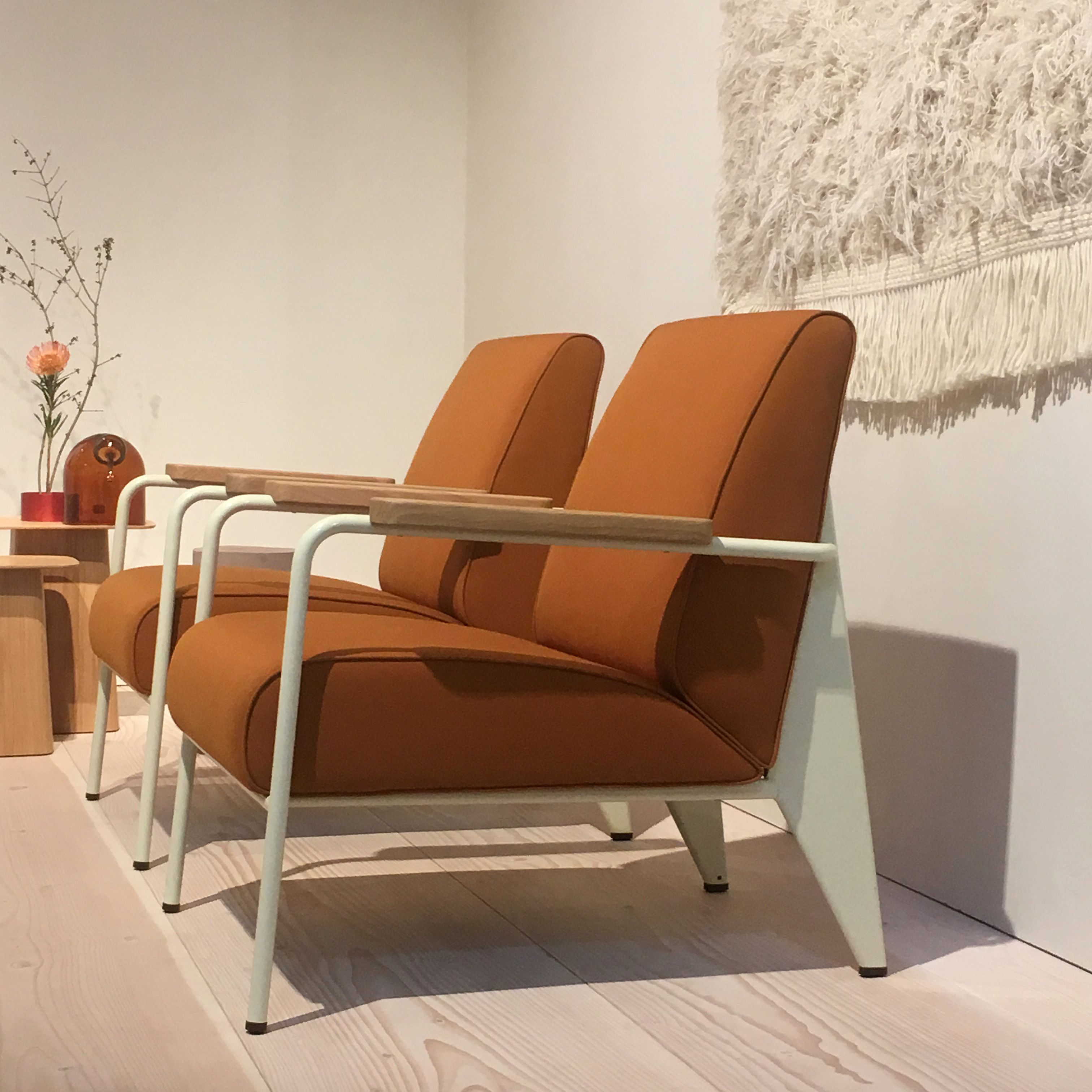 Images Fauteuils Salon Fauteuil De Salon Armchairs By Jean Prouvé Shown By Vitra At The