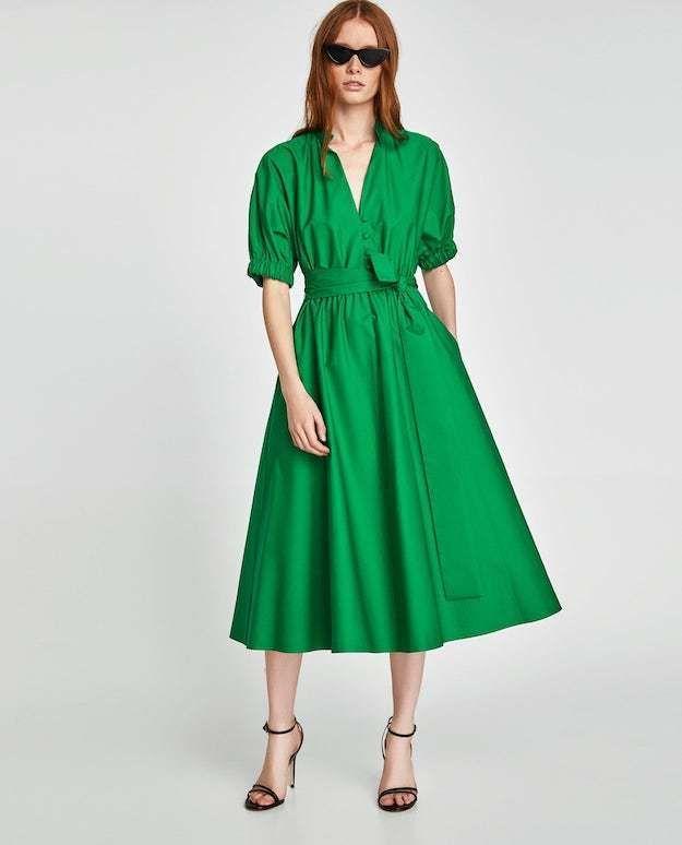 Sonar con mujer de vestido verde