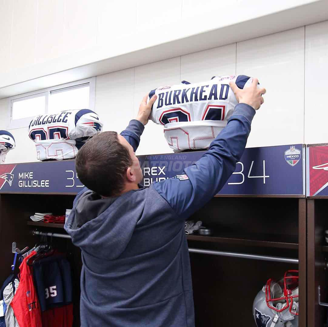 Pregame Inside The Patriots Locker Room And Player Arrivals 11 19 Locker Room Lockers Patriots