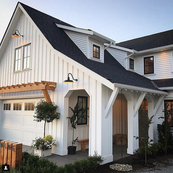 Hello Each Wednesday I Share Some Of The Photos That Stopped Me In My Tracks While I Was Modern Farmhouse Exterior White Farmhouse Exterior Farmhouse Exterior