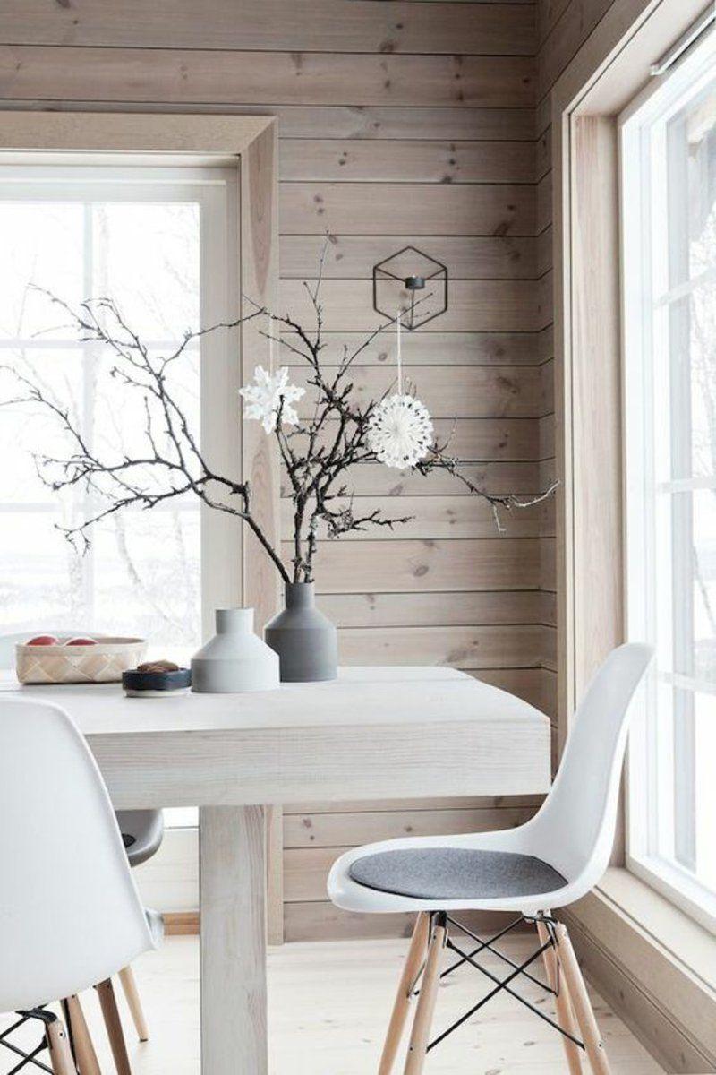 Esszimmertisch Aus Massivholz Und Elegante Weiße Eames Chairs