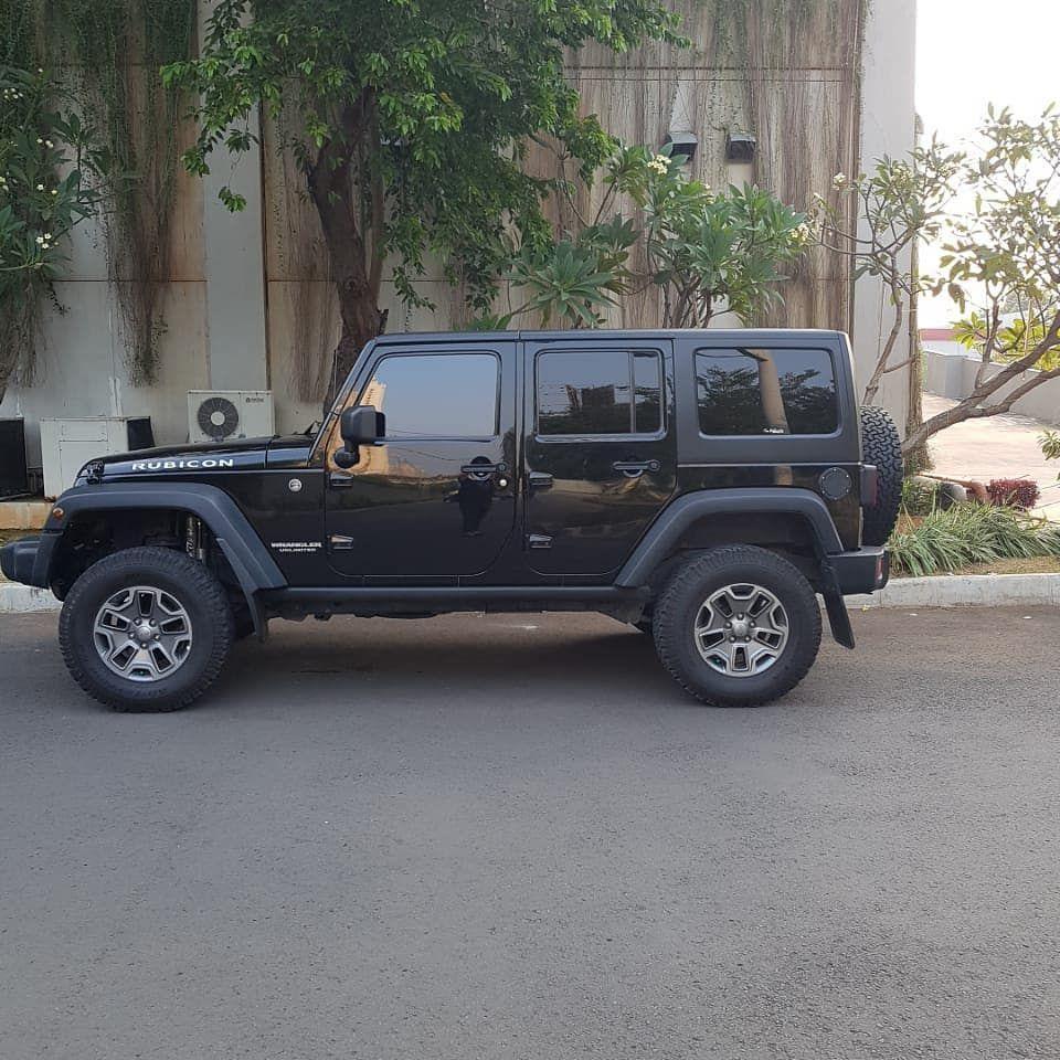 Wrangler Rubicon 3600cc Bensin Tahun 2013 Pajak Bulan 1 2019 Km 40rb 5 Door Price Rp 875jt What Black Jeep Black Jeep Wrangler Unlimited 4 Door Jeep Wrangler