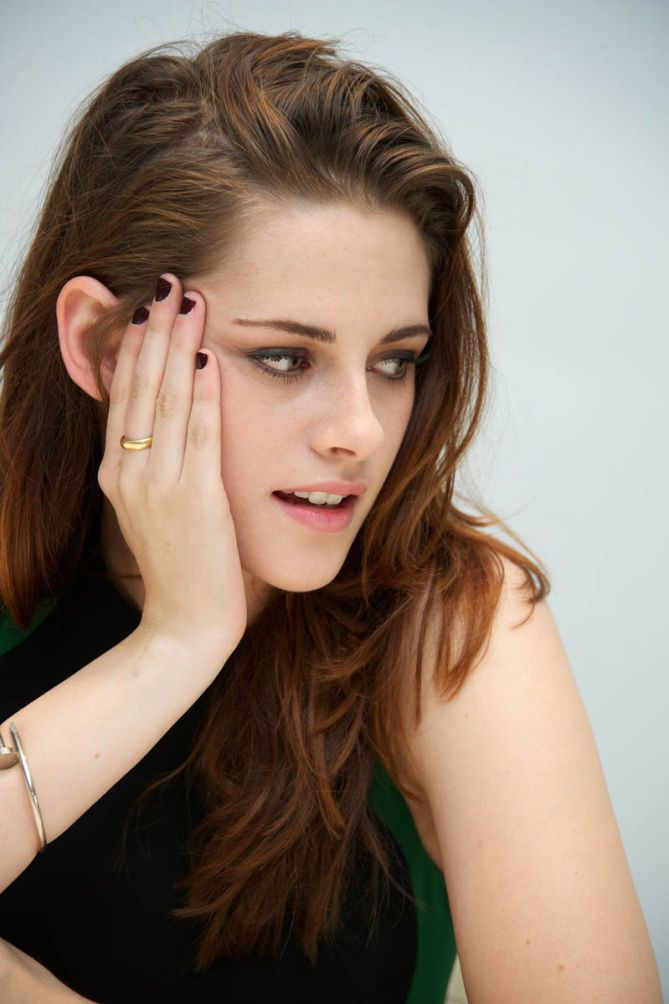 Kristenmakestattoos I Really Like The Muted Colors: Kristen Stewart Makes Looking Like A Tomboy Really Chic