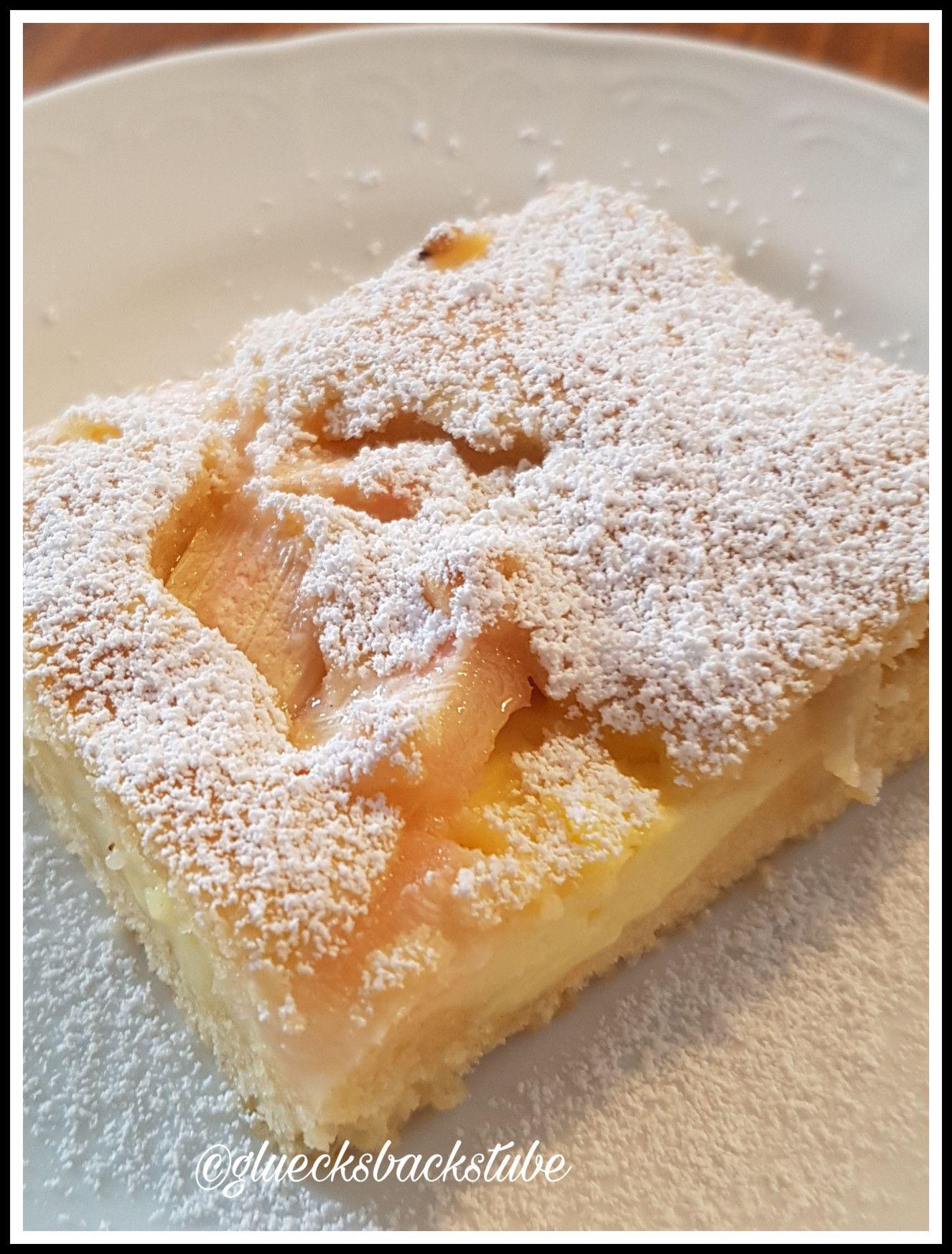 Rhabarberkuchen mit Puddingfüllung