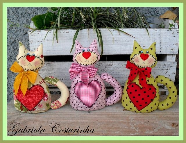 ♥♥ Gatinhos peso de Porta ♥♥ by Gabriola Costurinha, via Flickr