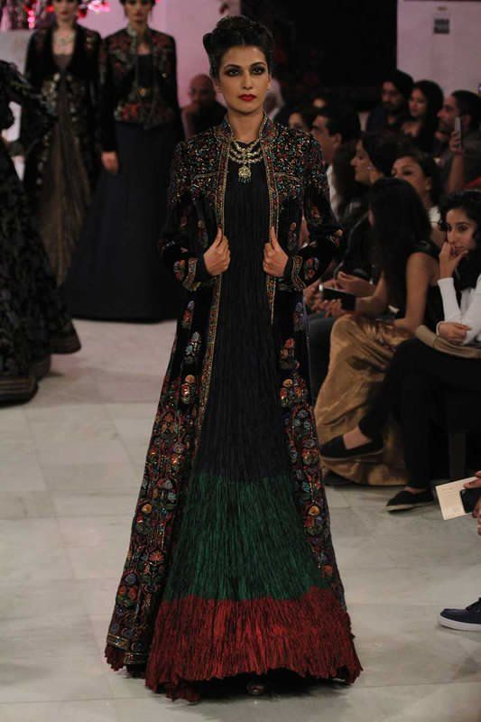 Top 10 2016 Fashion Trends From India Couture Week Indian Fashion Trends Fashion Indian Gowns