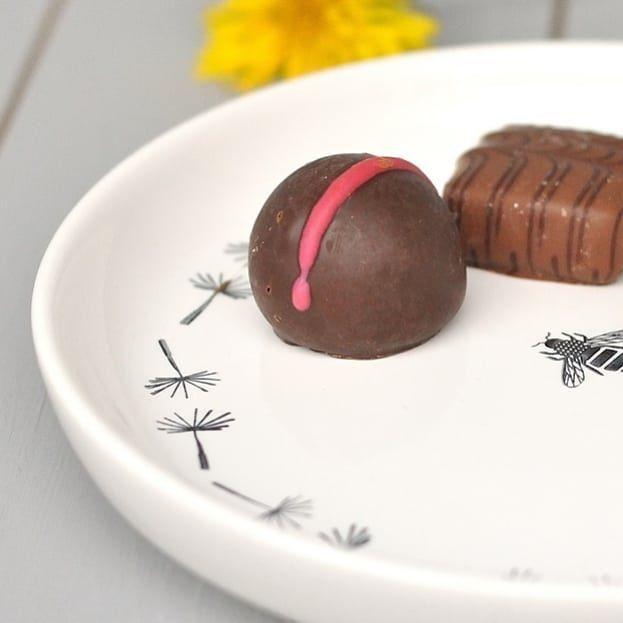 Spülmaschinen Pulver selber machen Schokolade zum Frühstück? Nee, nicht wirklich. Aber da Euch meine bestempelten Teller gestern so gut gefallen haben, dachte ich, ich zeig Euch einfach nochmal das Bienchen aus der Nähe ;-) Kommt gut durch den Mittwoch! .