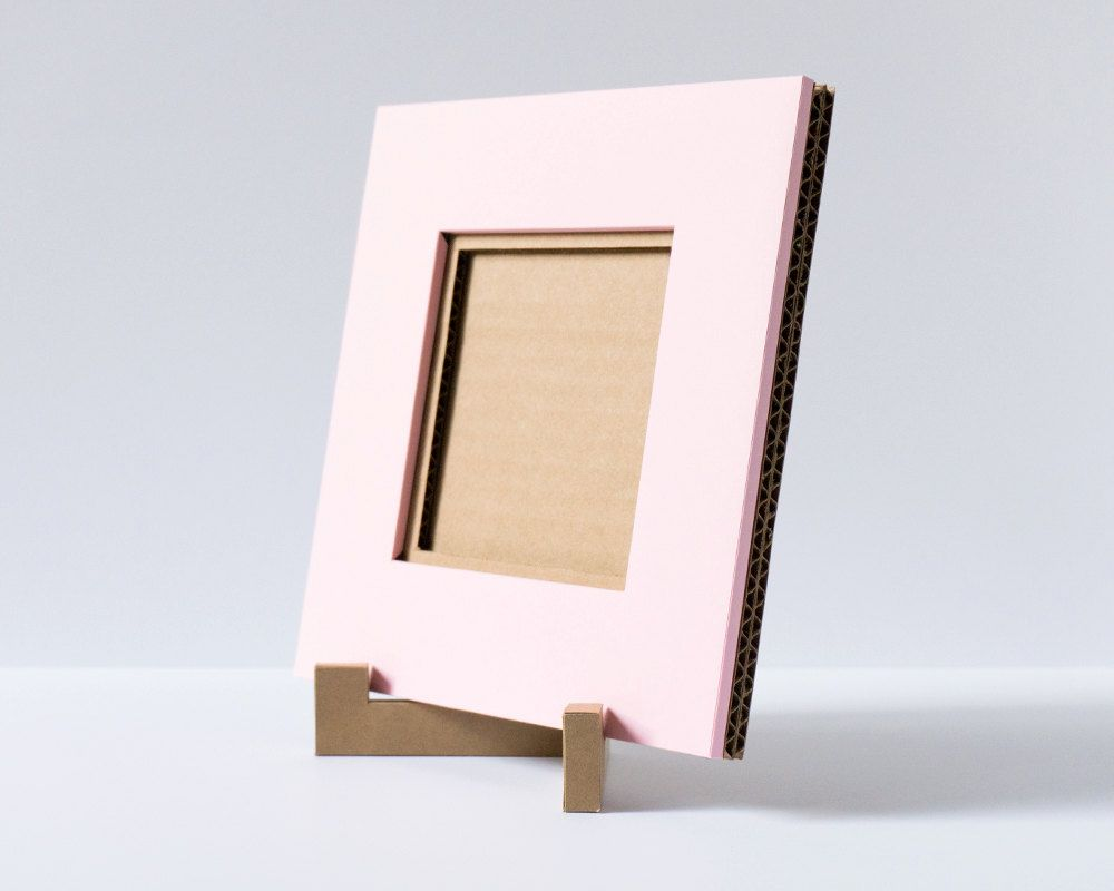 A light-weight, 4x4 cardboard picture frame perfect for framing ...