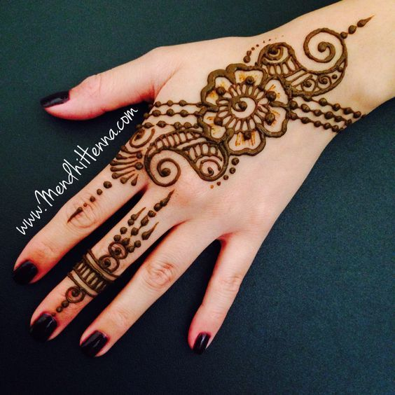 Pingl par kariymah sur luv henna tats pinterest - Modele de henna ...
