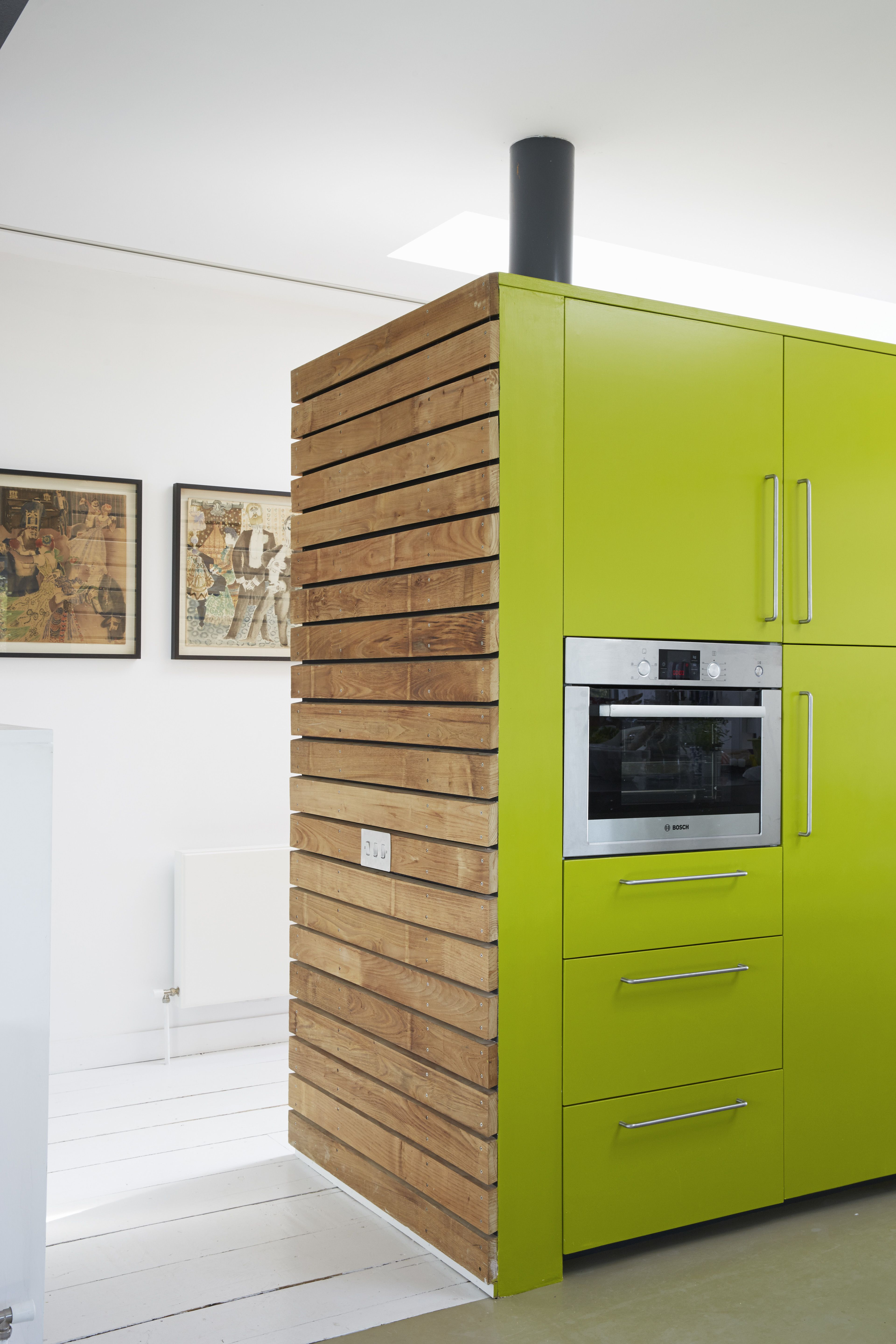 Fall in Love With This British Architect\'s Colorful Weekend Retreat ...