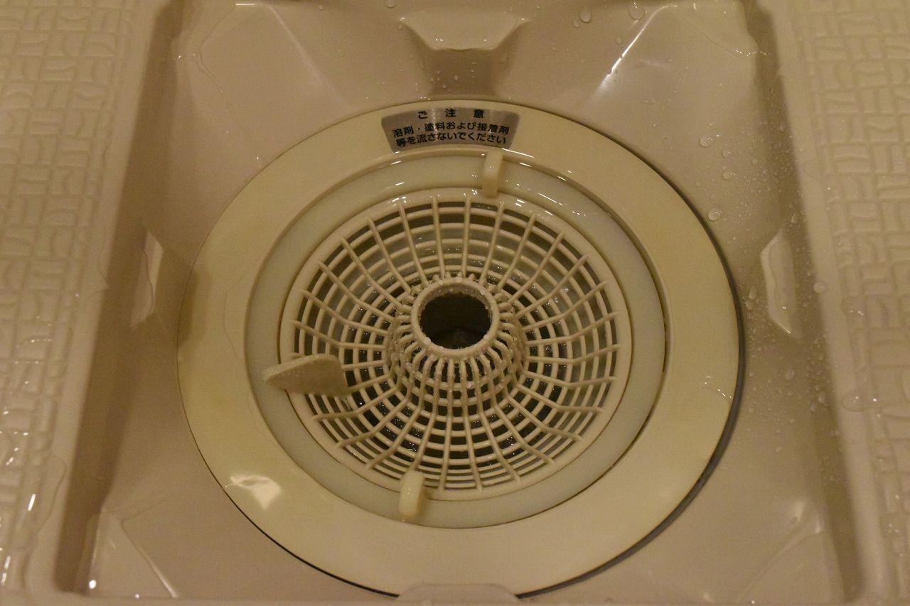 お風呂場の床の黒ずみを10分の掃除で綺麗にできた方法 掃除 浴室