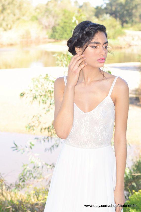 Romantisches Hochzeitskleid mit Spitzenbund und chiffon Rock ...