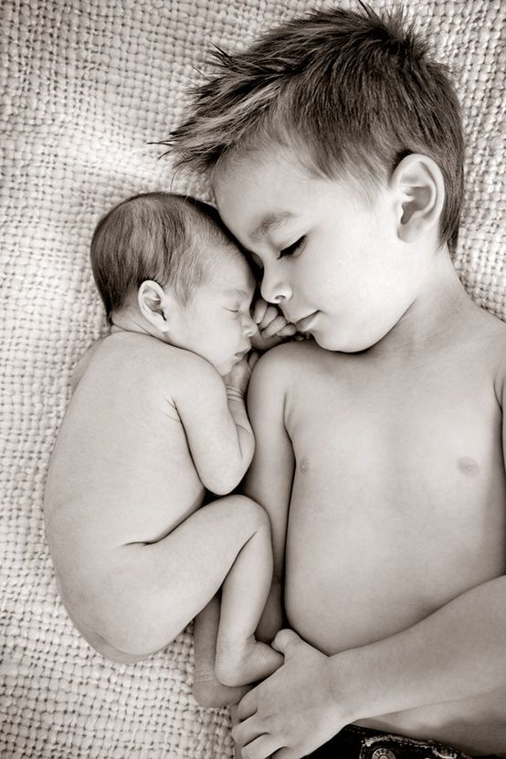 Older brother cuddling with newborn baby sibling toni kami •❤• bébé •❤• family photography idea