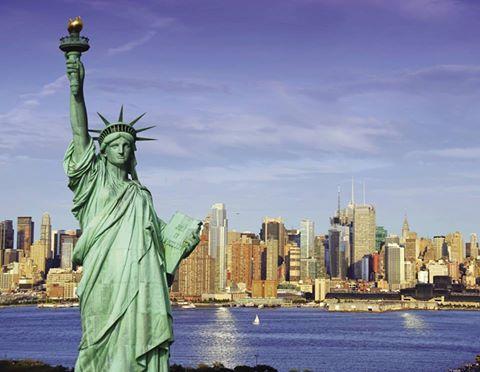 Не буде перебільшенням сказати, що Статую Свободи знає кожна людина у світі. Але далеко не всі знають, що з цим символом Америки пов'язано багато цікавих фактів. Ось деякі з них: - Статую Свободи було створено у Франції, і щоб довезти її у США знадобився цілий місяць. - Першою була створена рука з факелом, яка окремо демонструвалась на виставках у Філадельфії та Нью-Йорку. - До створення статуї приклав руку сам Густав Ейфель, творець Ейфелевої башти.