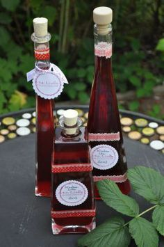 himbeerlikör   Für ca. 2 Liter braucht ihr: 400 g Zucker 1 #Vanilleschote 500 g #Himbeeren (TK oder frisch) 750 ml #Wodka