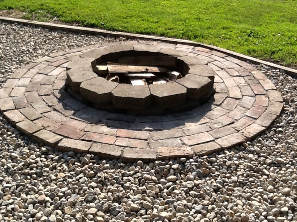 Easy Diy Fire Pit 24 Castle Block Not Sure How Many Bricks And A Bag Of Sand Or Crushed Limestone To Fill In The Cracks Limes Fire Pit Diy Fire Pit Outdoor