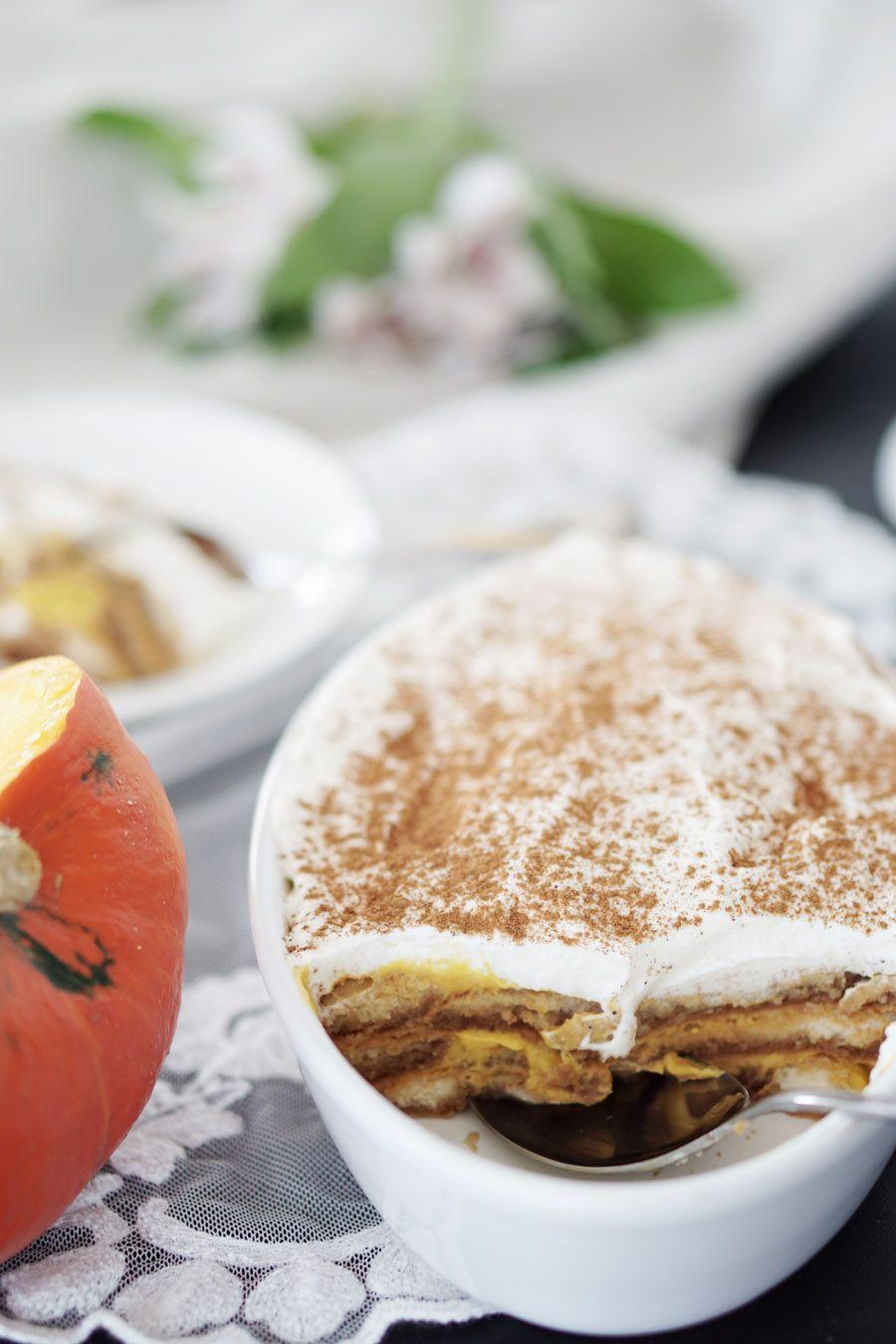 Das perfekte Herbstrezept: Leichtes Kürbis Tiramisu ohne Mascarpone und ohne Ei. Dafür aber mit ganz viel Geschmack. Und natürlich Liebe.