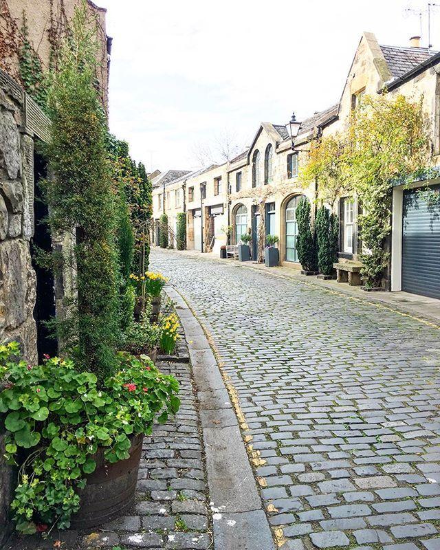 Circus Lane - the prettiest street of Edinburgh Or one of them for sure. Still need to catch it in full bloom though. . . . . . . . . . #myedinburgh #stockbridge #loves_edinburgh #circuslane #edinburgh #edinphoto #edinburghbloggers #igersedinburgh #edinburghlife #instascotland #instaedinburgh #igers_scotland #lovescotland #edinburghcommunity #storiesfromscotland #explorescotland #scottishbloggers #Шотландия #Эдинбург #edinburghcity #kings_villages #living_europe #mytraveldiary #myexpatlife ...