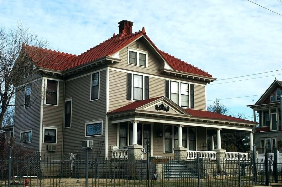 What Color To Paint House With Red Roof House Exterior Color Schemes With Red Roof Paint Colo Red Roof House Terracotta Roof House House Exterior Color Schemes