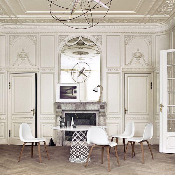 Gubin Aoyama-pöytä on saanut nimensä tokiolaiselta kaupunginosalta, joka tunnetaan myös muodikkaana ostosalueena. Tanskalais-ranskalainen suunnittelija ja arkkitehti Paul Leroy suunnitteli Aoyaman hengessä hienostuneen ruokapöydän, jonka pyöreää laminaattitasoa kannattelee ilmava, ylöspäin kapeneva teräspylväs.
