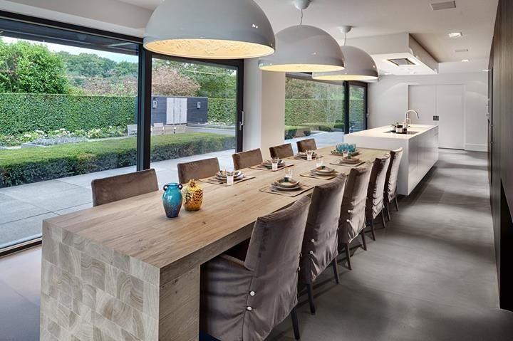 Ook een idee: eettafel direct aan de keuken in plaats van een bar