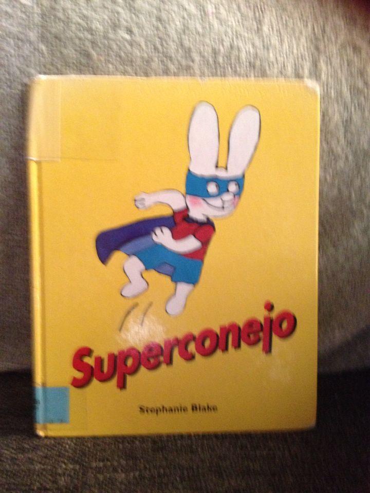 Este conejo se cree un SuperConejo!