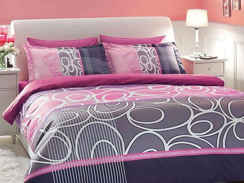 Lenjerie de pat satinata deluxe roz http://www.ramedepat.ro/lenjerie-pat/lenjerie-pat-deluxe/set-lenjerie-pat-deluxe-satin-circle.html
