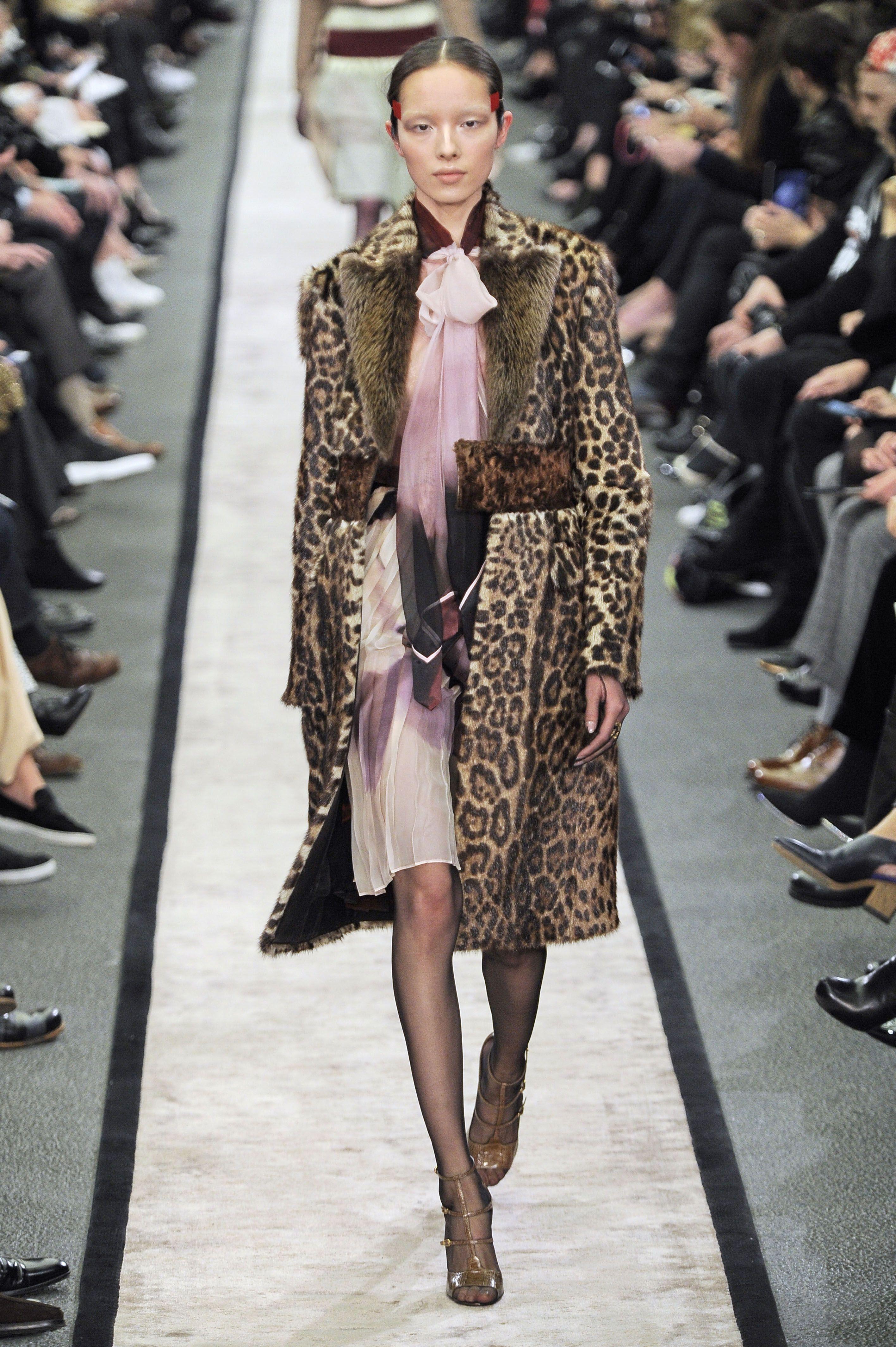 Givenchy, A-H 14 15 - L officiel de la mode   COLLECTIONS   DEFILÉS ... 8677752f72e