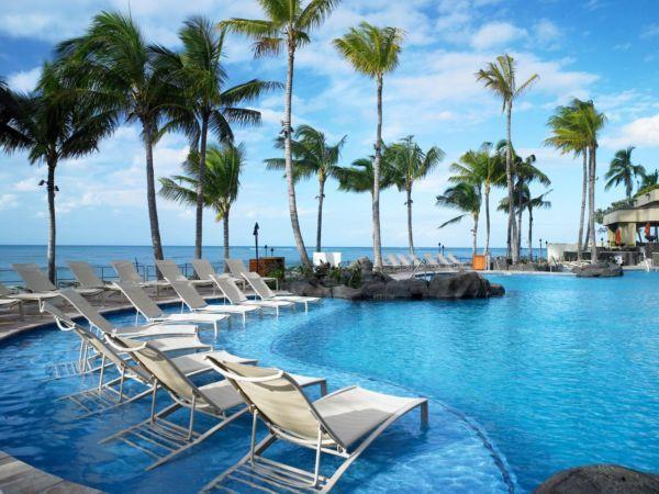 gorgeous hotel pool