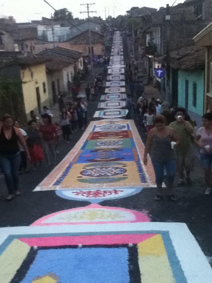 The biggest Eastern rug in Sensuntepeque, Cabanas, El Salvador.  Celebrando la Semana Santa en Sensunte, la comunidad construye la alfombra mas grande:  http://sensuntemegaalfombra.wordpress.com/2013/02/09/bienvenidos-a-mega-alfombra-sensuntepeque/