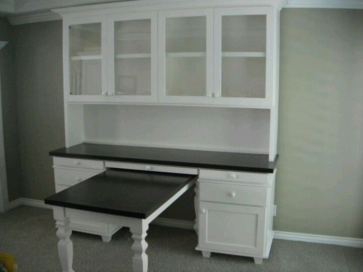 Desk/hutch With Pull Out Table