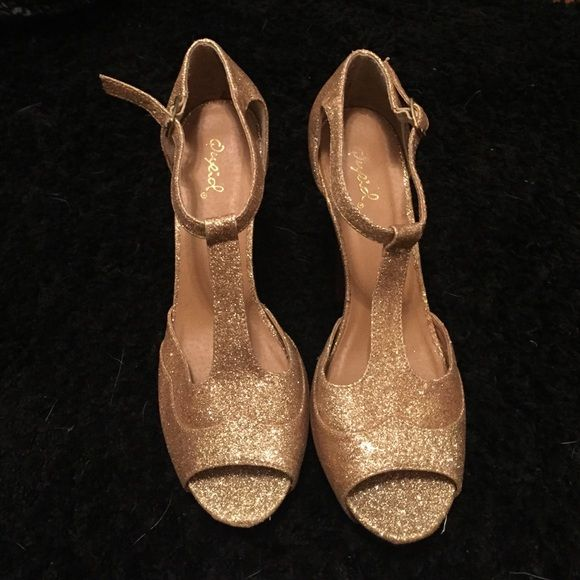 Gold Glitter Heels These are so cute and perfect for a sweet 16, or prom. Only worn about once or twice. Qupid Shoes Heels
