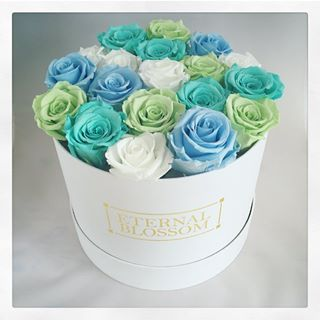Ocean Breeze Large Blossom Box Get Your Year Lasting Roses Today Www Eternalblossom Co Uk Ukflowers Fashion Rose Arrangements Rose Hat Box Flowers