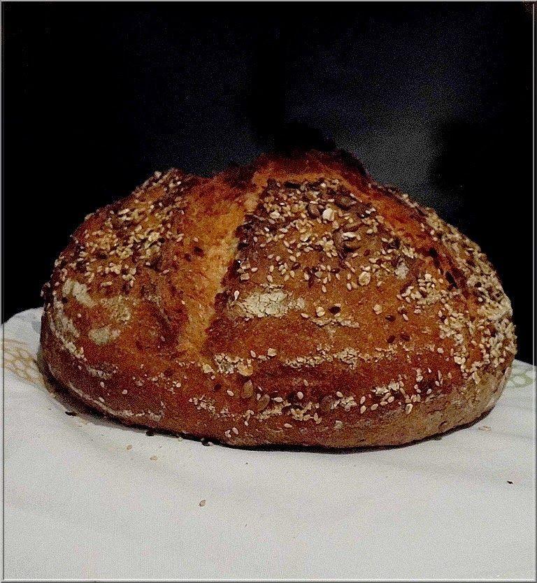 Limara péksége: Sok magvas tönkölyös-rozsos kovászos kenyér