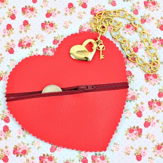 No Sew Purse! Make a cute heart shaped zipper coin purse without one single stitch! Check the tutorial video.