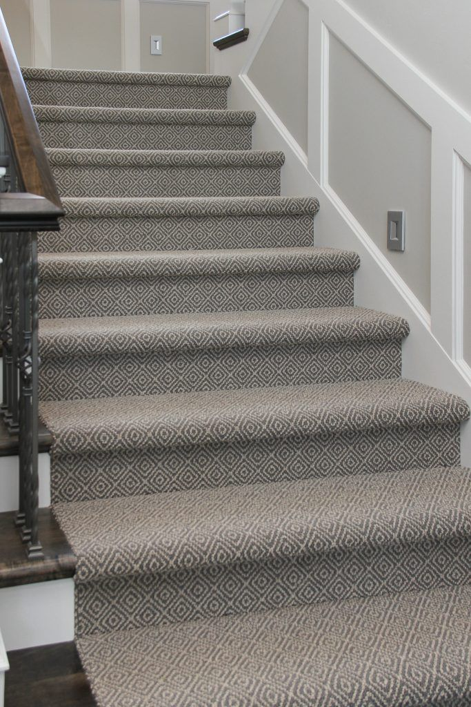 Best Grey And White Patterned Carpeted Staircase Stairway Carpet 640 x 480