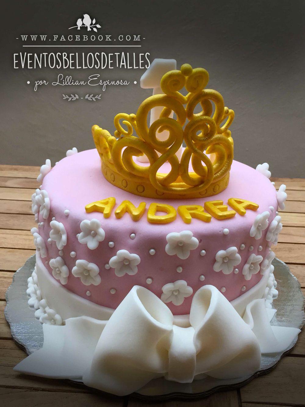 Pastel decorado con fondant para una princesa . Corona de fondant. Fondant crown. Cake design  http://www.facebook.com/eventosbellosdetalles
