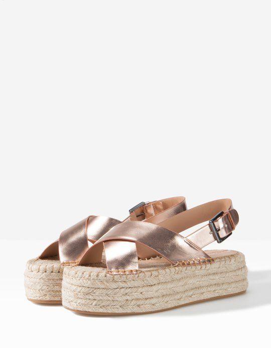 Atento Productivo Represalias  Sandalia flatform metalizada - TODOS - MUJER   Stradivarius España    Zapatos mujer, Zapatos, Zapatos de tacones