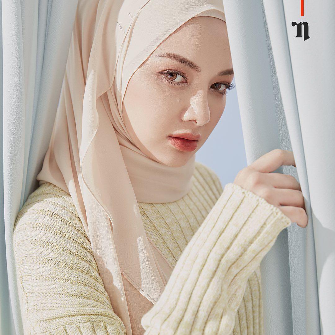 Neelofa On Instagram Every Woman Needs An Aisa In Her Life Naelofar Naelofaraya2020 Gonaelofar Women Beautiful Hijab Love Fashion